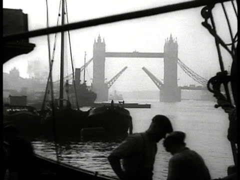 foggy tower bridge from boat w/ two men working fg - tower bridge stock-videos und b-roll-filmmaterial