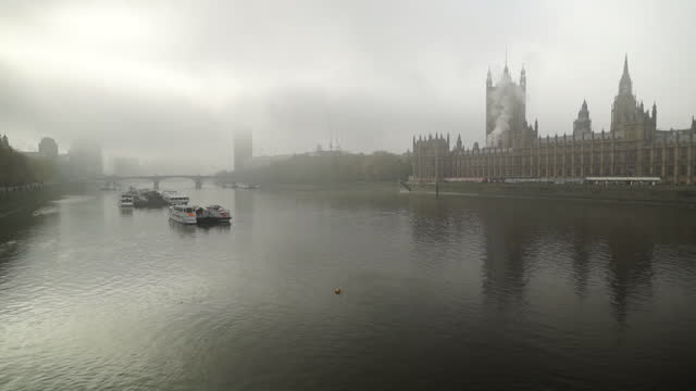 foggy weather over thames and houses of parliament - weather stock videos & royalty-free footage