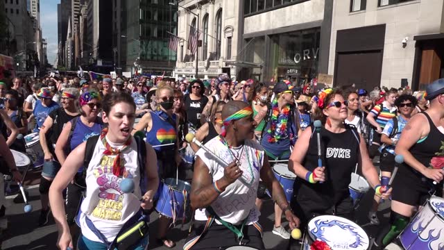 fogo azul drummers step off beginning the 29th annual dyke march celebrating lgbtq pride on june 26 in new york city. the march, the first in person... - azul stock videos & royalty-free footage
