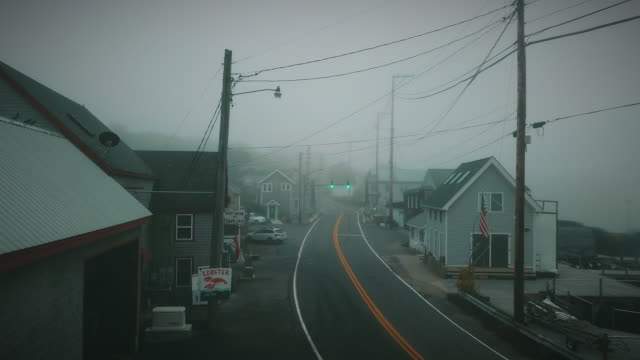 a fogy morning in a small fisherman's village in eastern maine - 道路名の標識点の映像素材/bロール