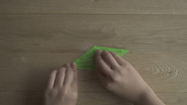 vídeos de stock e filmes b-roll de folding origami paper,japan,kyoto - origami