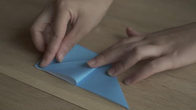 vidéos et rushes de folding origami paper,japan,kyoto - origami