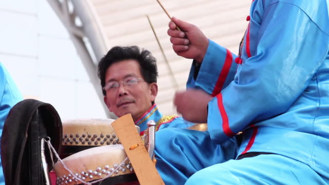 ms folk artists of chinese opera troupe playing accompaniment with music instrument at temple fair to celebrate chinese spring festival  audio  / xi'an, shaanxi, china - folk music stock videos and b-roll footage