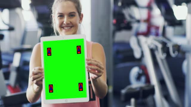 stockvideo's en b-roll-footage met volg mijn blog voor de beste fitness tips - tonen