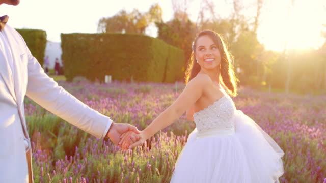 segui il mio esempio - abito da sposa video stock e b–roll