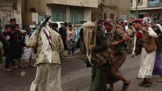 followers of the houthis group dance during a tribal gathering against the saudi-led coalition war on yemen on july 06, 2020 in sana'a, yemen. - 武器庫点の映像素材/bロール