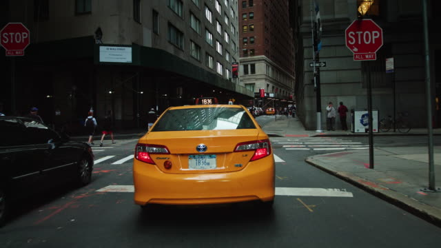 following a taxi on william st, lower manhattan - yellow taxi video stock e b–roll