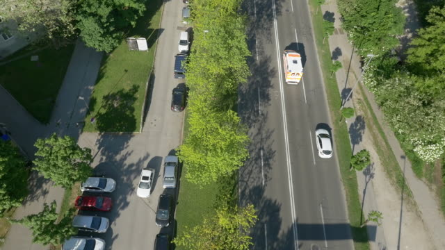 aerial following an emergency vehicle - televisione a ultra alta definizione video stock e b–roll