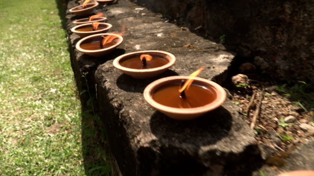 folgenden Kerzen im typisch spanischen Ton Geschirr Leuchten