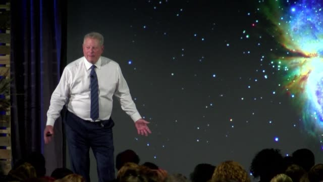 vídeos de stock, filmes e b-roll de following his environmental documentary an inconvenient truth in 2006 former us vice president al gore is training hundreds of activists from around... - a. gore