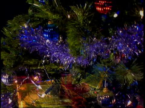 following seq has music overlaid decorated christmas tree - ordförande bildbanksvideor och videomaterial från bakom kulisserna