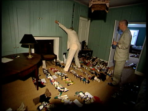 following seq has music overlaid manolo blahnik up stairs followed by glass blahnik ahowing glass into room where hundreds of shoes are stored as... - auf den zehenspitzen stock-videos und b-roll-filmmaterial