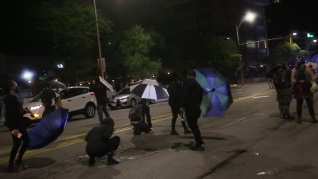 vídeos y material grabado en eventos de stock de following the release of video depicting the police killing of daniel prude, rochester erupted in protests for the third night in a row on saturday,... - sparks