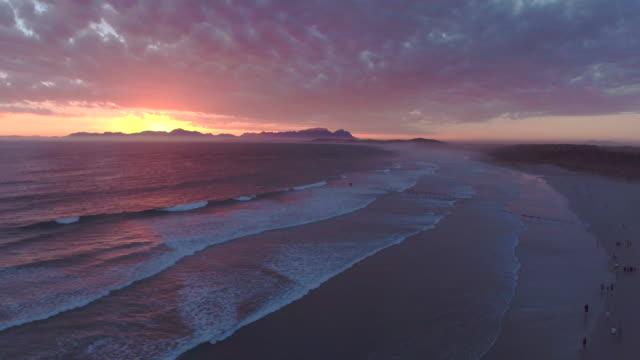 vídeos y material grabado en eventos de stock de después de la marea al sol - república de sudáfrica