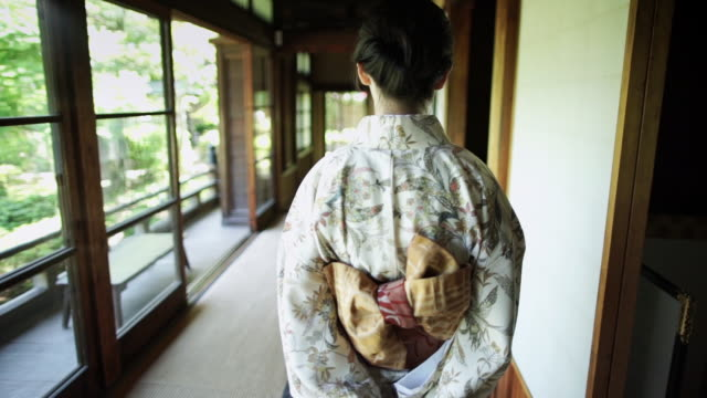 following woman wearing kimono - 移動中点の映像素材/bロール