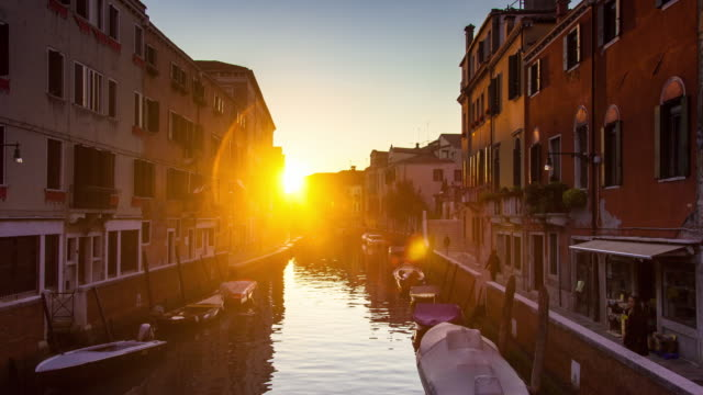 fondamenta briati, venice at sunset - ヴェネツィア点の映像素材/bロール