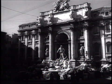 vídeos y material grabado en eventos de stock de fontana di trevi w/ palazzo poli bg ms neptune statue la triton statues guiding seahorses 'taming of the waters' aqueduct aqueducts aquo virgo iconic... - acueducto