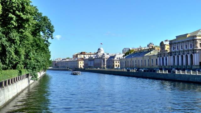 フォンタンカ 川 -サンクトペテルブルク,ロシア - 遊覧船点の映像素材/bロール