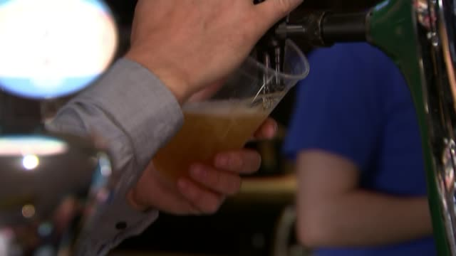 Food and Drink Federation warning over CO2 shortage ENGLAND INT Close shots of unidentified beer being poured into glass from tap behind bar Close...