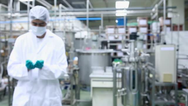 食品医薬品のテクノロジーと - 食品工場点の映像素材/bロール