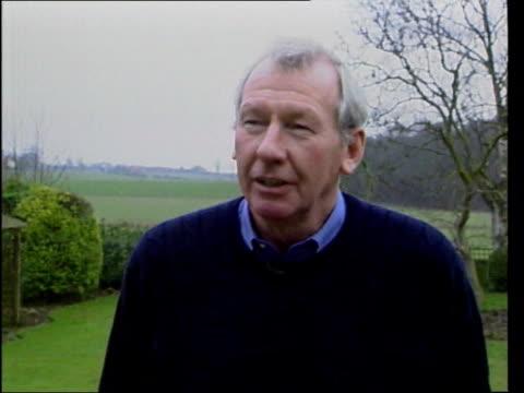 vídeos de stock e filmes b-roll de bob wilson intvwd - talks of competitiveness of sport - bob wilson futebol