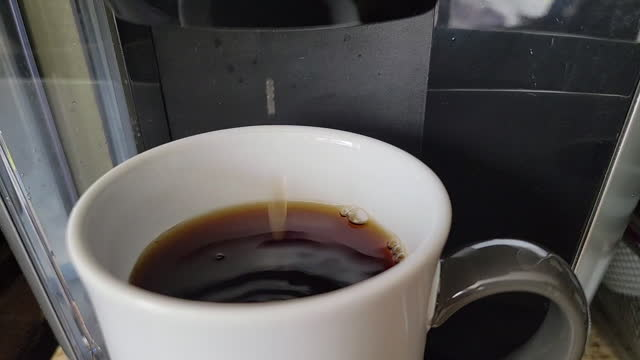 vídeos de stock, filmes e b-roll de food backgrounds : a video of brewing coffee - molécula de cafeína