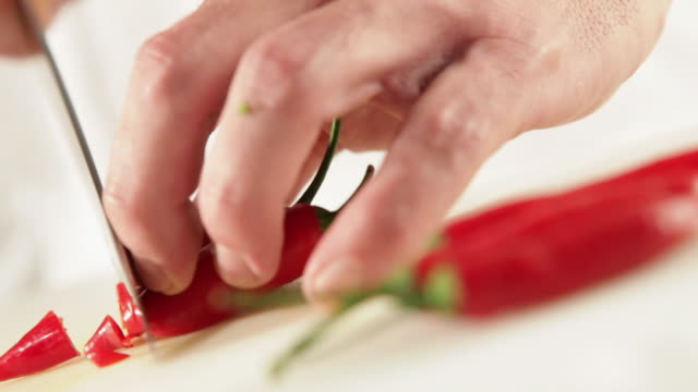 ms food chef chopping chilly pepper / sao paulo, brazil - chili schote stock-videos und b-roll-filmmaterial