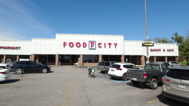 food city is an american supermarket chain with stores located in georgia, kentucky, tennessee, and virginia. it is owned by k-va-t food stores,... - chain store stock videos & royalty-free footage