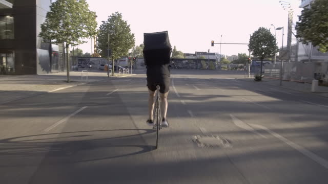 food courier riding through the city - delivery person stock videos & royalty-free footage