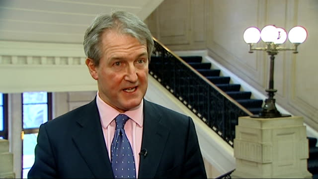 horse meat crisis contamination reports spread to include schools and hospitals england london int owen paterson mp speaking to press video screen... - オーウェン・パターソン点の映像素材/bロール