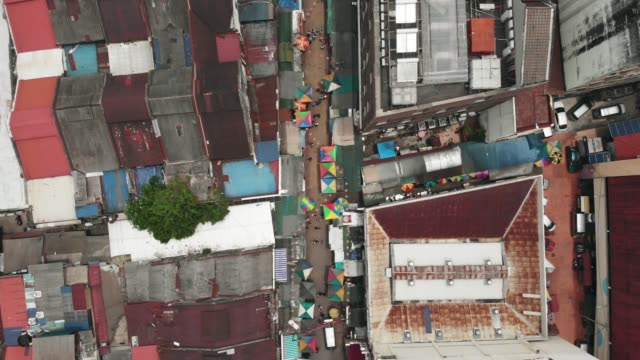 vídeos de stock e filmes b-roll de food market in malaysia seen from directly above - malaysian culture