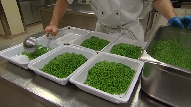 food preparation in the kitchen of buckingham palace - buckingham palace stock-videos und b-roll-filmmaterial