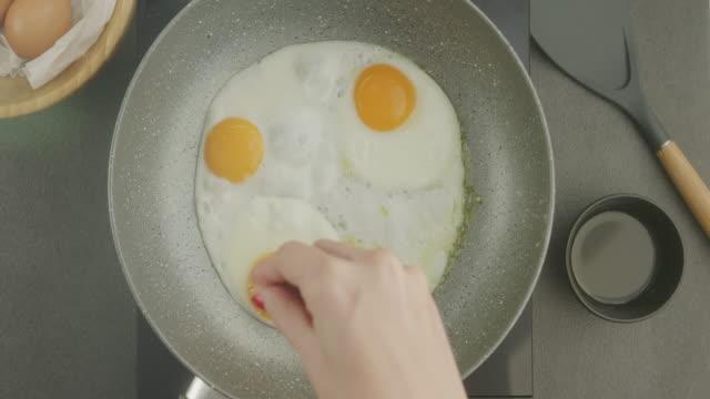 beredning av livsmedel - stekt bildbanksvideor och videomaterial från bakom kulisserna