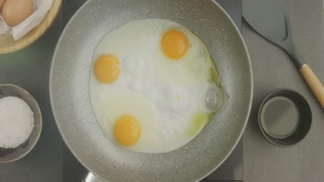 stockvideo's en b-roll-footage met voedselbereiding - gebakken ei