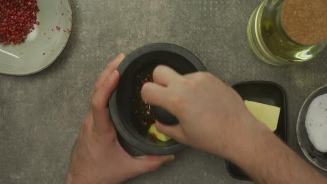 zubereitung der speisen  - kochrezept stock-videos und b-roll-filmmaterial