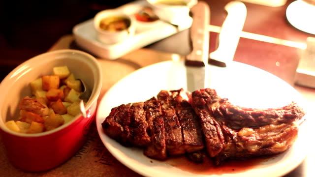 ビーフ料理レストランのステーキ