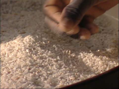 speisen stehen krise, niger, westafrika. - äthiopien stock-videos und b-roll-filmmaterial