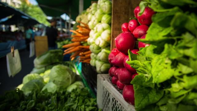 food street market in são paulo, brazil - marktstand stock-videos und b-roll-filmmaterial
