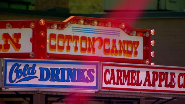 food vender sign at a parade - karamell stock-videos und b-roll-filmmaterial