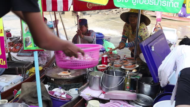 food vendors at amphawa floating market, amphawa, samut songkhram, thailand, on saturday, may 11, 2019. - thai culture stock videos & royalty-free footage