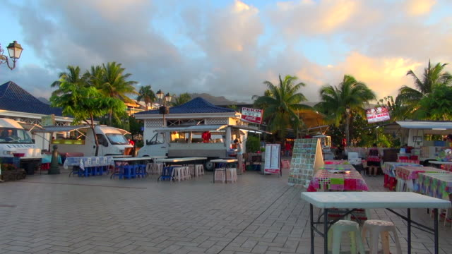 food vendors starting the day in tahiti - tahiti video stock e b–roll