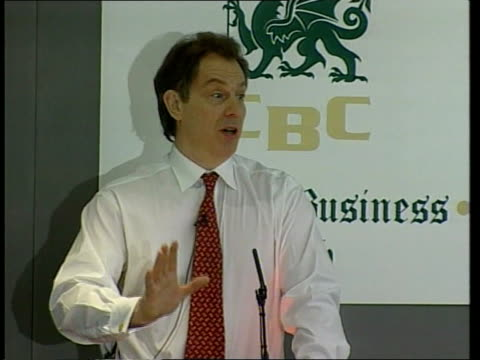 livestock movement measures wales cardiff cardiff business club tony blair on stage at breakfast meeting of businessmen pull tony blair speech sot... - maul und klauenseuche stock-videos und b-roll-filmmaterial