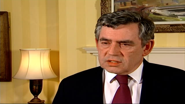 stockvideo's en b-roll-footage met foot and mouth disease outbreak in surrey confirmed gordon brown mp press conference sot the investigations are also looking at the pirbright... - foot and mouth disease