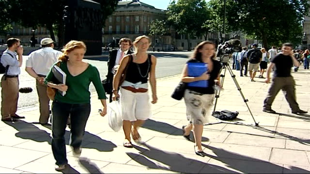 stockvideo's en b-roll-footage met foot and mouth disease outbreak in surrey political response england london whitehall ext debby reynolds arriving for emergency cobra committee... - foot and mouth disease