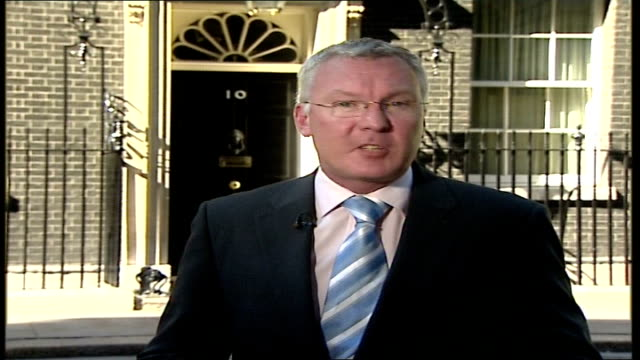 stockvideo's en b-roll-footage met foot and mouth disease outbreak in surrey political response london downing street reporter to camera - foot and mouth disease