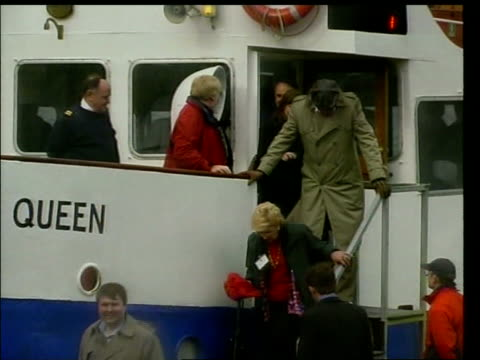 situation improves lib scotland loch ness castle urquhart tourism industry delegates disembarking from ferry 'jacobite queen' at lochside gv scottish... - maul und klauenseuche stock-videos und b-roll-filmmaterial