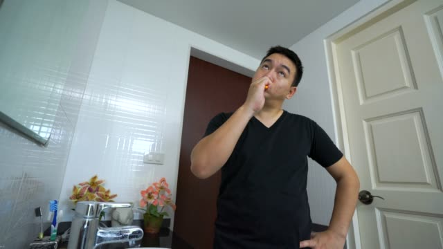 footage 4k, men are brushing their teeth in the morning in the bathroom at home. - toothpaste stock videos and b-roll footage