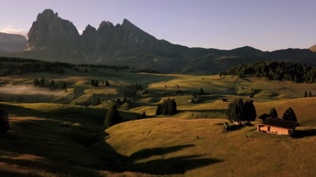 footage aerial view of alpi de siusi, dolomite, italy - siusi video stock e b–roll