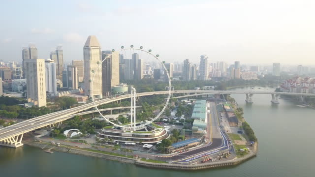 4k footage aerial view of singapore flyer with singapore city background in the morning , singapore - 屋外遊具点の映像素材/bロール