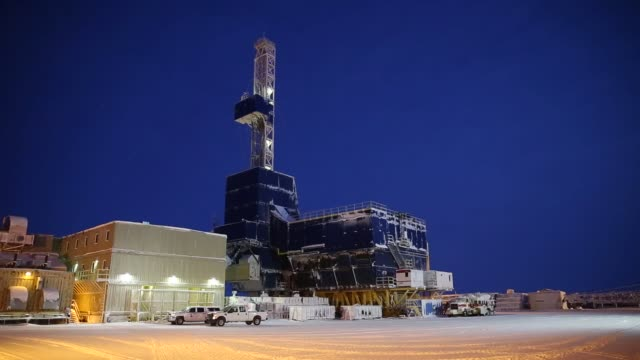stockvideo's en b-roll-footage met footage at night of oil well infrastructure at the caelus energy llc oooguruk development project a sixacre gravel island in the beaufort sea that's... - motor oil